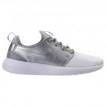 Nike Roshe Two Herren Schuh 844656 100 Weiß/Weiß/Metallisch Silber