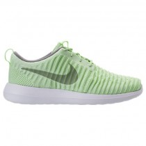 Frauen Nike Roshe Two Flyknit Sneaker 844929 301 - Dampf Grün/Staub Weiß